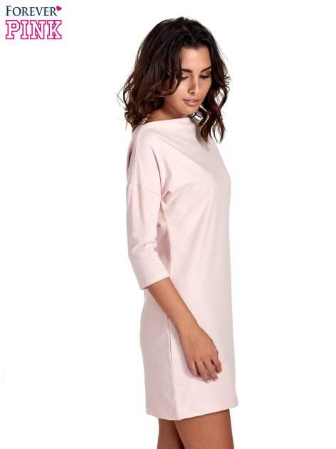 Różowa sukienka z dekoltem w łódkę                                  zdj.                                  3