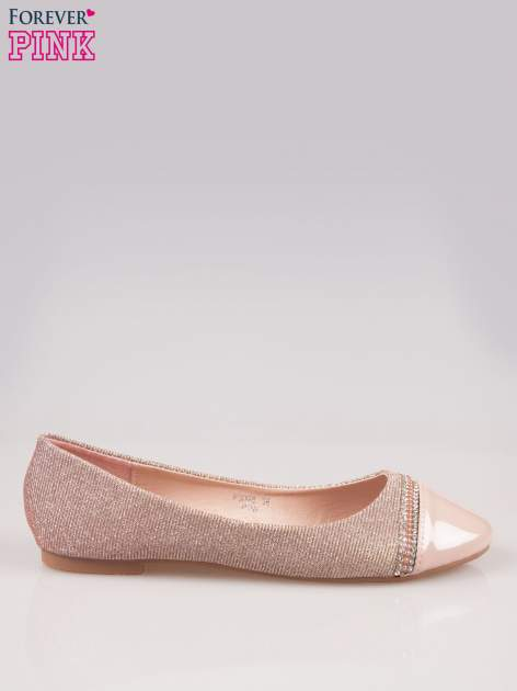 Różowe baleriny z efektem glitter i lakierowanym noskiem                                  zdj.                                  1