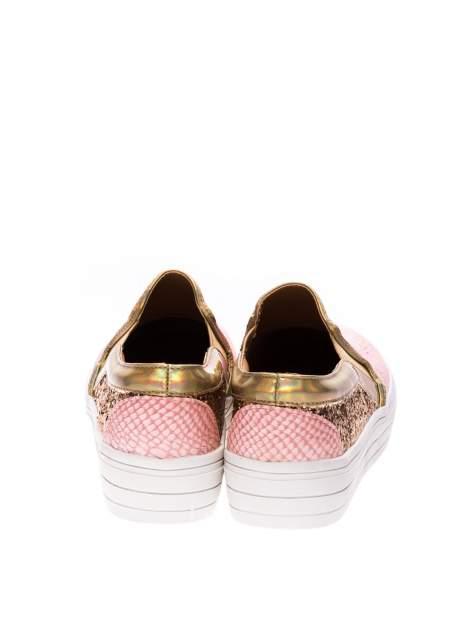 Różowe buty slip on imitujące skórę krokodyla z efektem glitter                                  zdj.                                  3