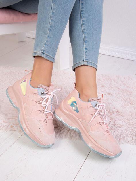 Różowe buty sportowe z holograficzną wstawką na boku cholewki                              zdj.                              4