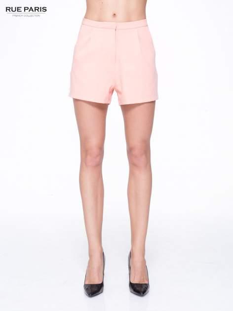 Różowe eleganckie szorty z kontrastowym lampasem