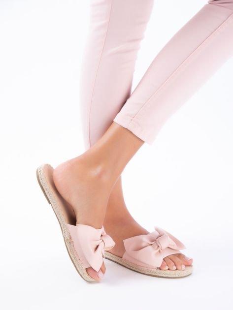 Różowe klapki z kokardą na przodzie z eco skóry                              zdj.                              3
