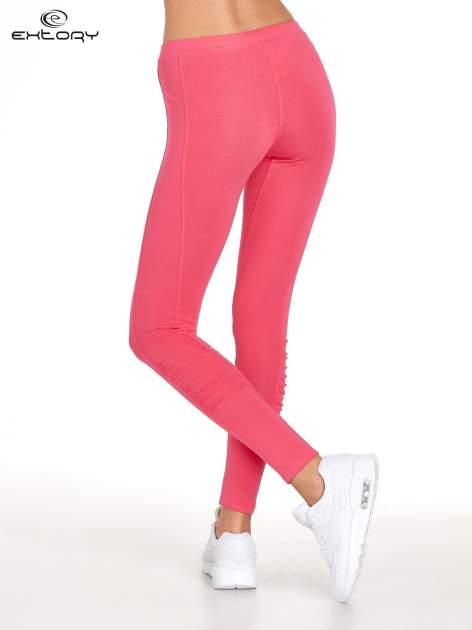 Różowe legginsy sportowe z drapowaniem                                  zdj.                                  3