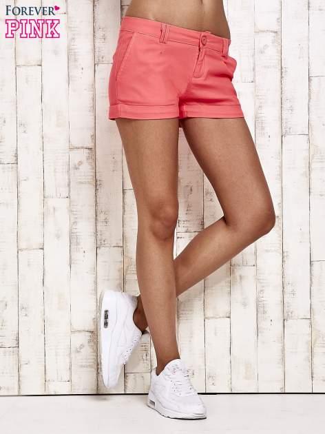 Różowe materiałowe szorty z podwijaną nogawką                                  zdj.                                  3