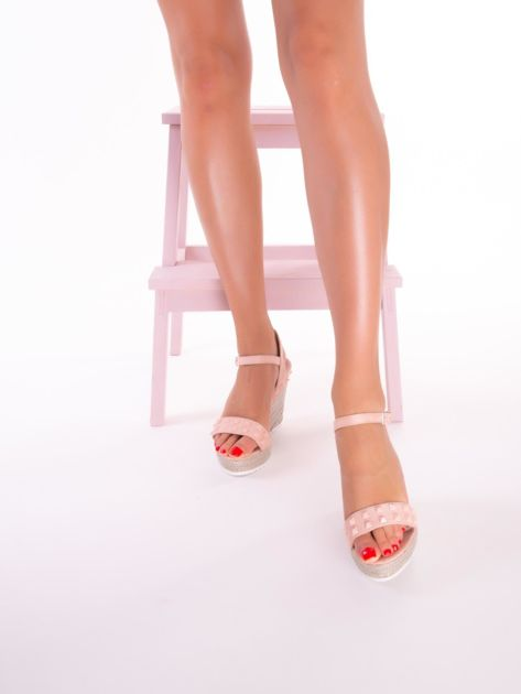 Różowe sandały na metalicznych koturnach z ćwiekami na przodzie                              zdj.                              6
