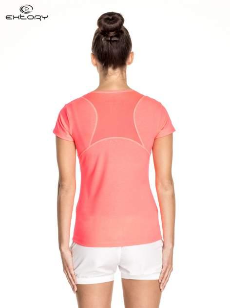 Różowy damski t-shirt sportowy z kieszonką                                  zdj.                                  4