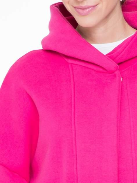 Różowy dresowy płaszcz z kapturem i kieszeniami                                  zdj.                                  6