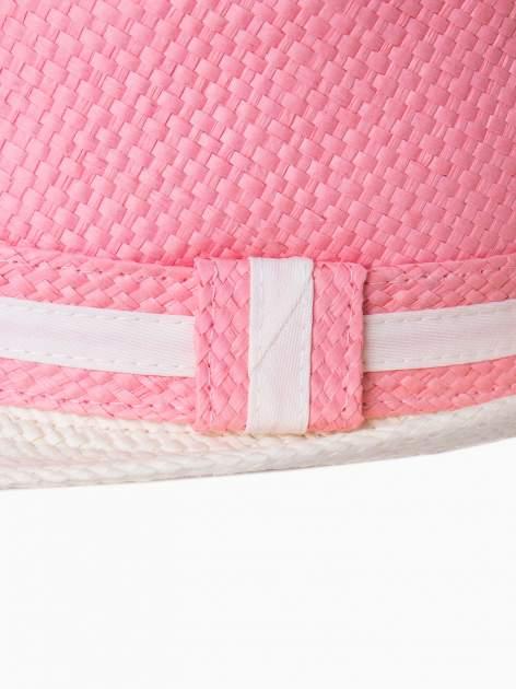 Różowy kapelusz fedora z białym wykończeniem                                  zdj.                                  9
