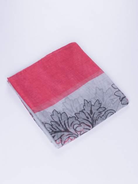 Różowy komin z mozaikowym wzorem i motywem liści                                  zdj.                                  3