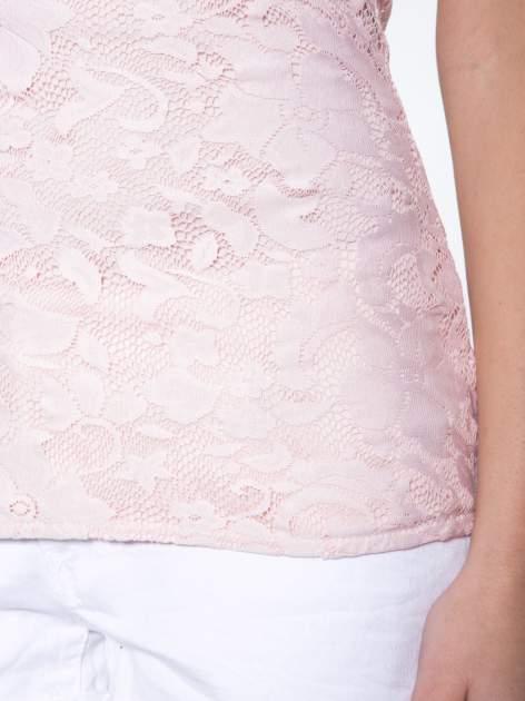 Różowy koronkowy t-shirt z głębokim dekoltem                                  zdj.                                  7
