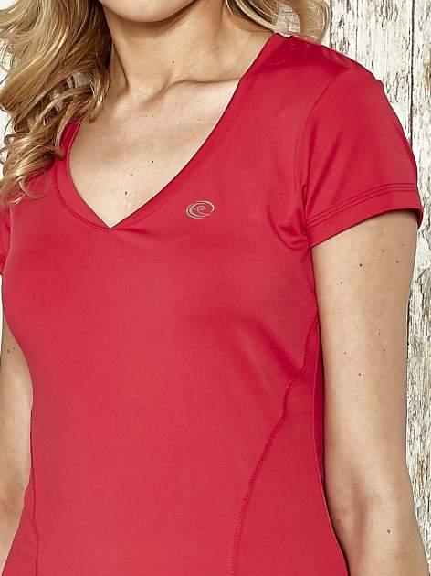 Różowy modelujący t-shirt sportowy z przeszyciami                                  zdj.                                  4
