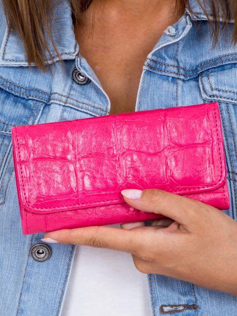 Różowy portfel damski z tłoczonym deseniem