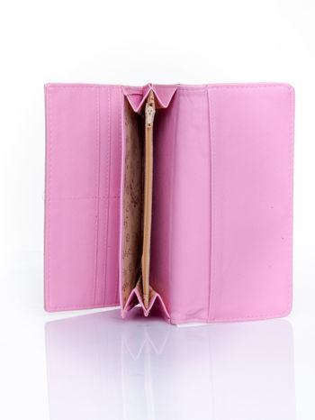 Różowy portfel z motywem skóry aligatora                                   zdj.                                  5