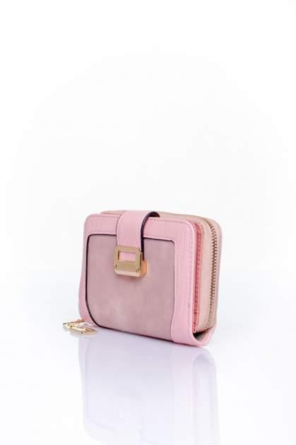 Różowy portfel z ozdobną złotą klamrą                                  zdj.                                  3