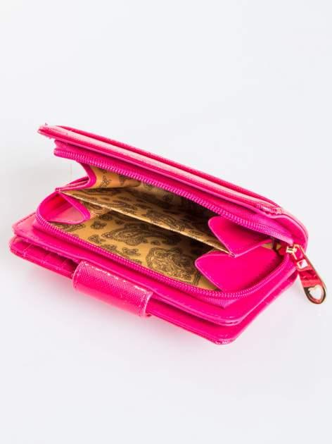 Różowy portfel ze złotym zapięciem efekt skóry saffiano                                  zdj.                                  4
