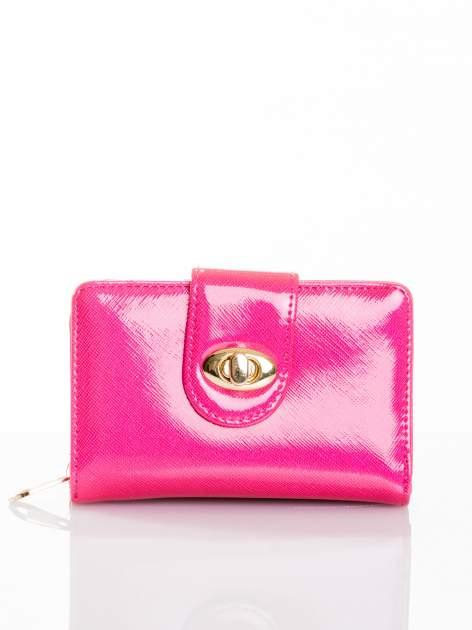Różowy portfel ze złotym zapięciem efekt skóry saffiano                                  zdj.                                  1