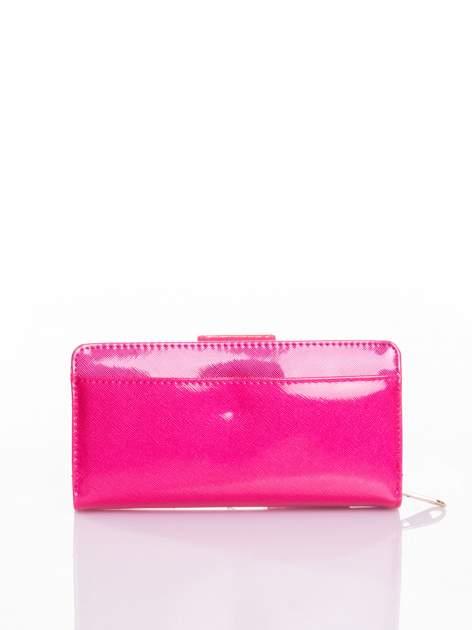 Rożowy portfel ze złotym zapięciem efekt skóry saffiano                                  zdj.                                  3