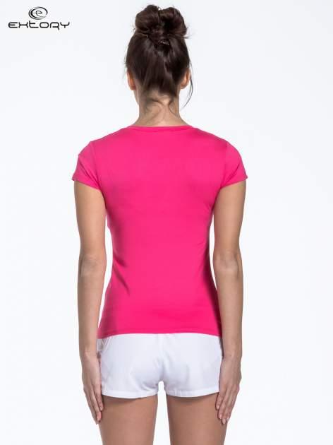 Różowy sportowy t-shirt z dekoltem U                                  zdj.                                  4