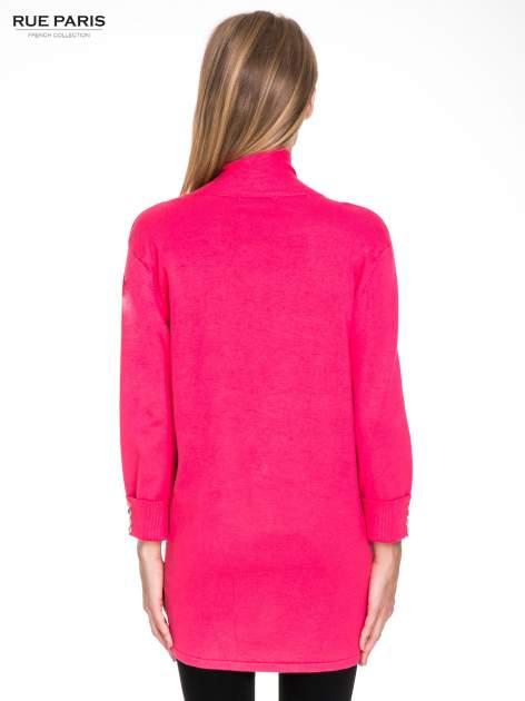 Różowy sweter kardigan z podwijanym rękawami z guziczkami                                  zdj.                                  4