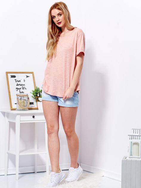 Różowy t-shirt basic z podwijanymi rękawami                              zdj.                              4