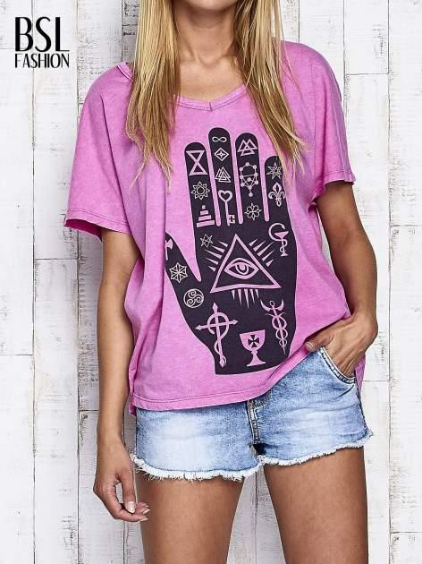 Różowy t-shirt oversize z orientalnym nadrukiem