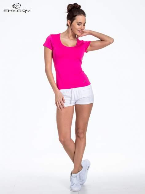 Różowy t-shirt sportowy basic z dekoltem U                                  zdj.                                  2