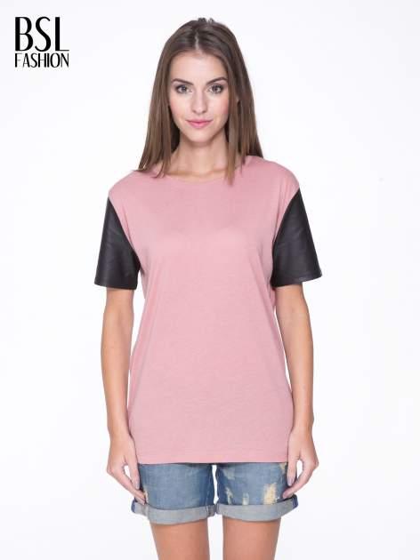 Różowy t-shirt z czarnymi skórzanymi rękawami                                  zdj.                                  1