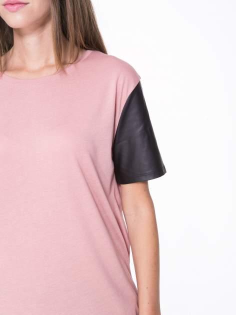 Różowy t-shirt z czarnymi skórzanymi rękawami                                  zdj.                                  6