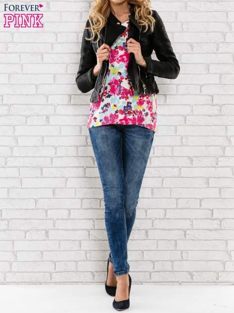 Różowy t-shirt z kwiatowym wzorem                                  zdj.                                  2