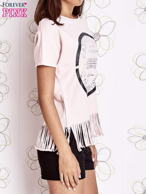 Różowy t-shirt z nadrukiem i frędzlami                                  zdj.                                  3