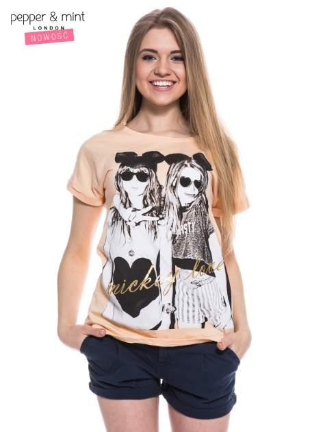 Różowy t-shirt z nadrukiem inspirowanym Mickey Mouse                                  zdj.                                  1