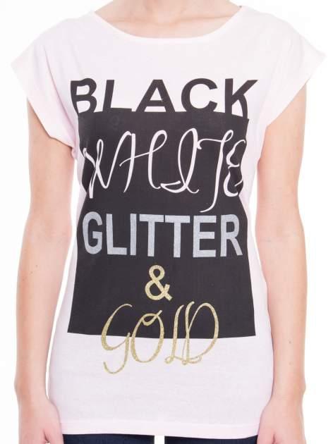 Różowy t-shirt z nadrukiem tekstowym z efektem glitter                                  zdj.                                  4
