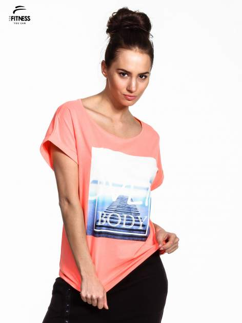 Różowy t-shirt z napisem MIND OVER BODY                                  zdj.                                  1