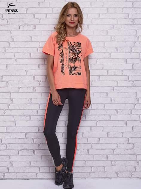 Różowy t-shirt z palmowym nadrukiem                                  zdj.                                  4