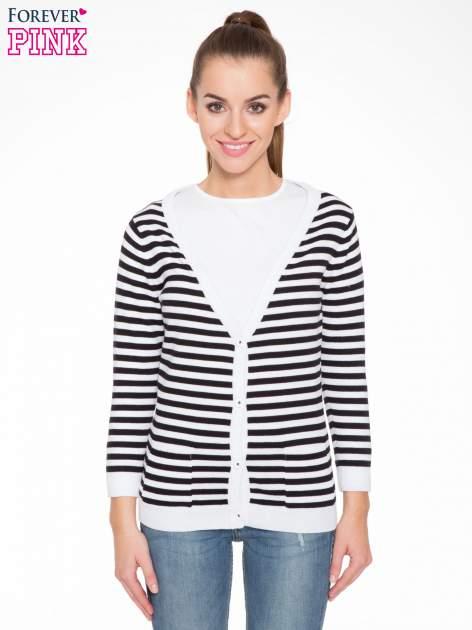 Rozpinany sweter w biało-czarne paski z kieszonkami po bokach