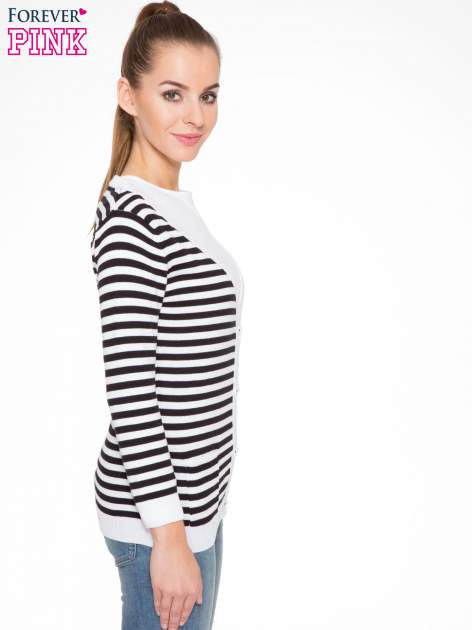 Rozpinany sweter w biało-czarne paski z kieszonkami po bokach                                  zdj.                                  3