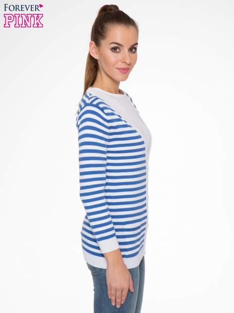 Rozpinany sweter w biało-niebieskie paski z kieszonkami po bokach                                  zdj.                                  3