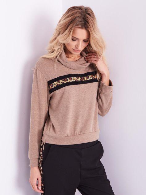 Beżowy sweter golf z cekinowym zdobieniem                              zdj.                              4