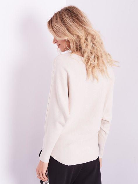 SCANDEZZA Beżowy sweter oversize z błyszczącym napisem                              zdj.                              12