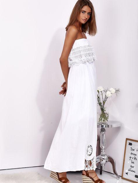 Biała sukienka maxi bez ramion z koronkową falbaną                              zdj.                              6