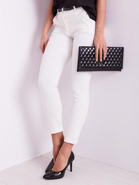 Białe spodnie damskie                              zdj.                              3