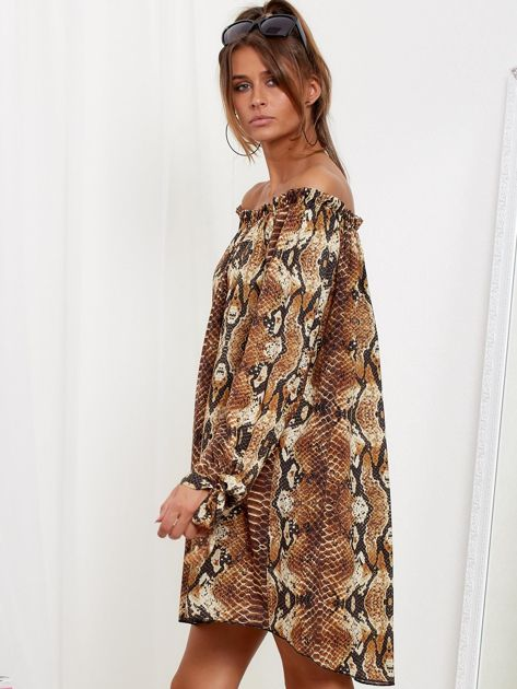 SCANDEZZA Brązowa sukienka hiszpanka oversize ze wzorem skóry węża                              zdj.                              4
