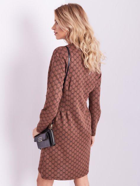 Brązowa sukienka ze wzorem                              zdj.                              5