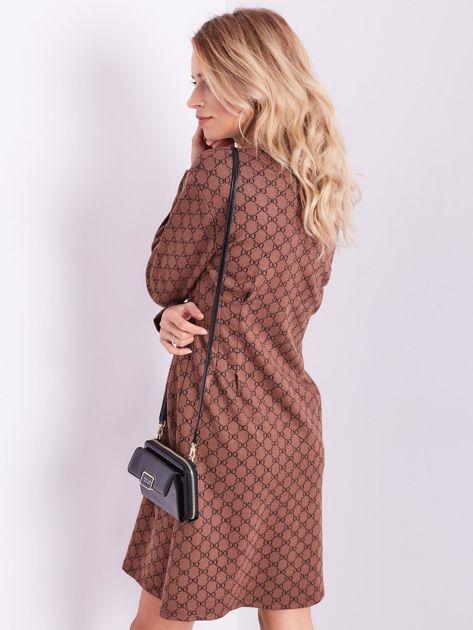 Brązowa sukienka ze wzorem                              zdj.                              10