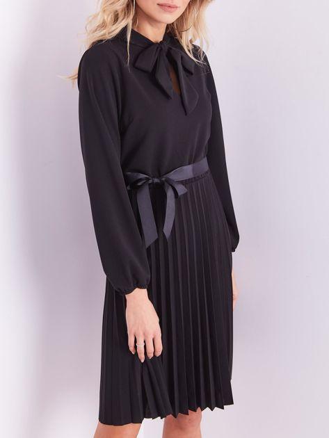 SCANDEZZA Czarna sukienka z wiązaniami                              zdj.                              1