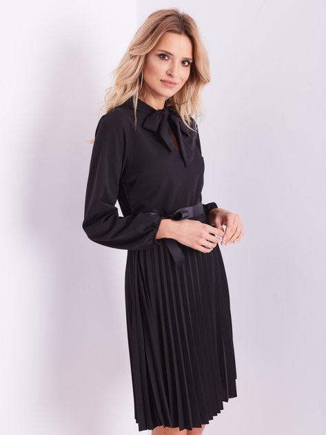 SCANDEZZA Czarna sukienka z wiązaniami                              zdj.                              6