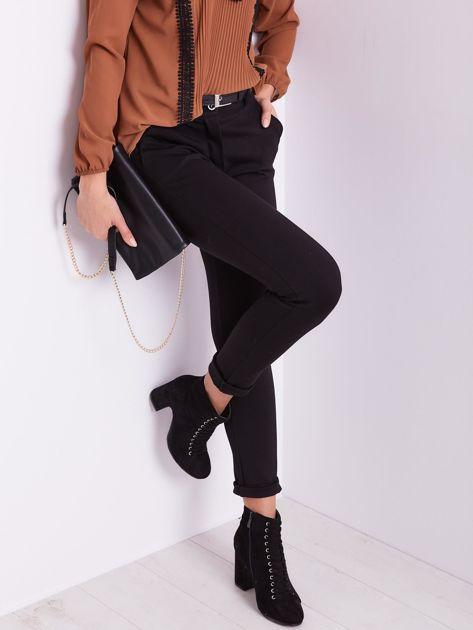 Czarne spodnie damskie                              zdj.                              4