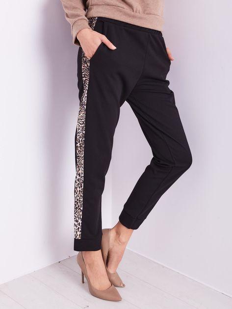 Czarne spodnie z motywem zwierzęcym                              zdj.                              4