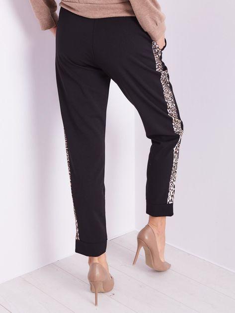 Czarne spodnie z motywem zwierzęcym                              zdj.                              9