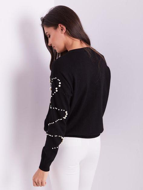 Czarny sweter z perełkami                              zdj.                              3